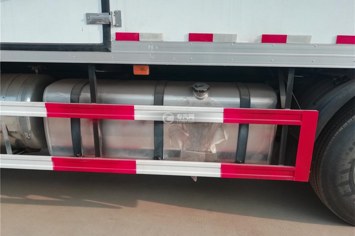 解放J6前四后八国六9.55米冷藏车油箱