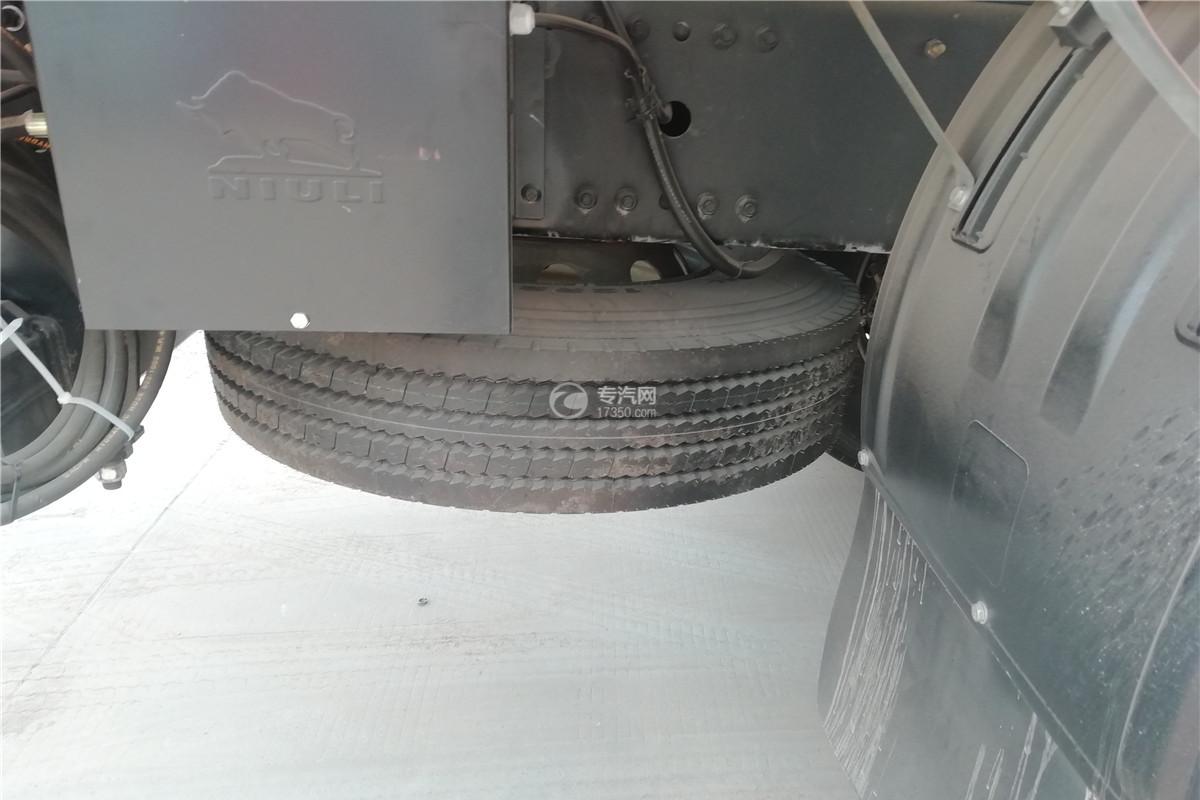 解放J6前四后八国六9.55米冷藏车备胎