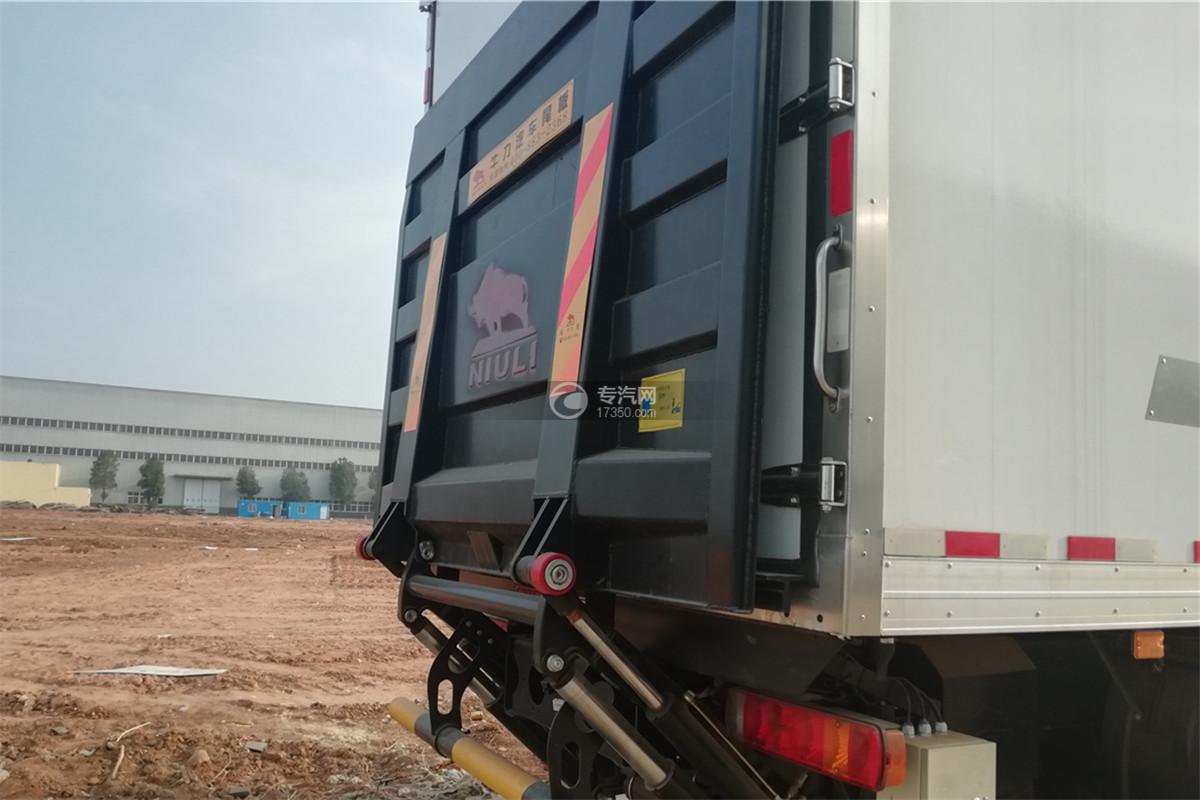 解放J6前四后八国六9.55米冷藏车升降尾板