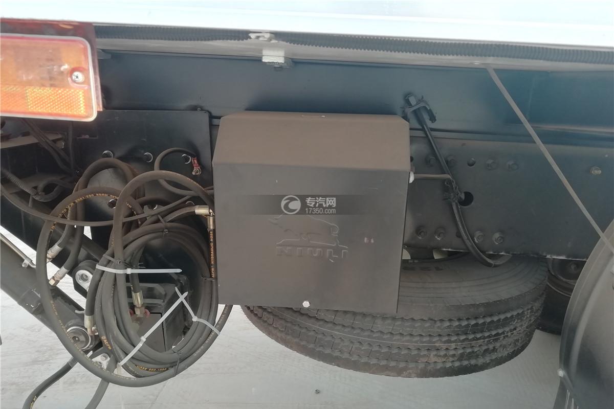 解放J6前四后八国六9.55米冷藏车工具箱