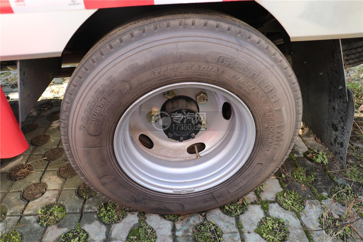 江鈴順達雙排國六32米云梯搬家作業車輪胎