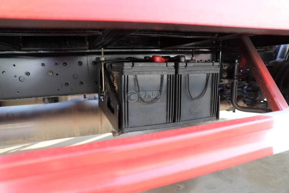 中國重汽藍牌清障平板車蓄電池