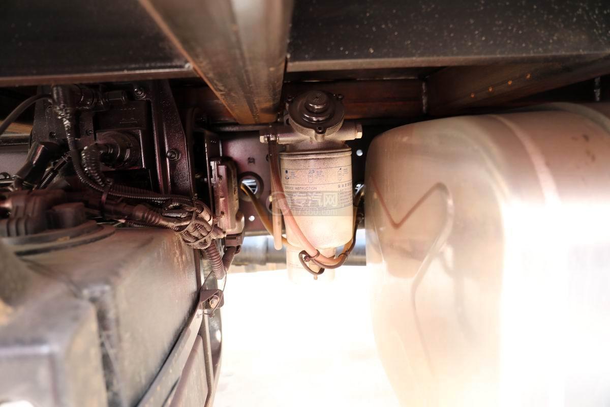 中國重汽藍牌清障平板車手油泵