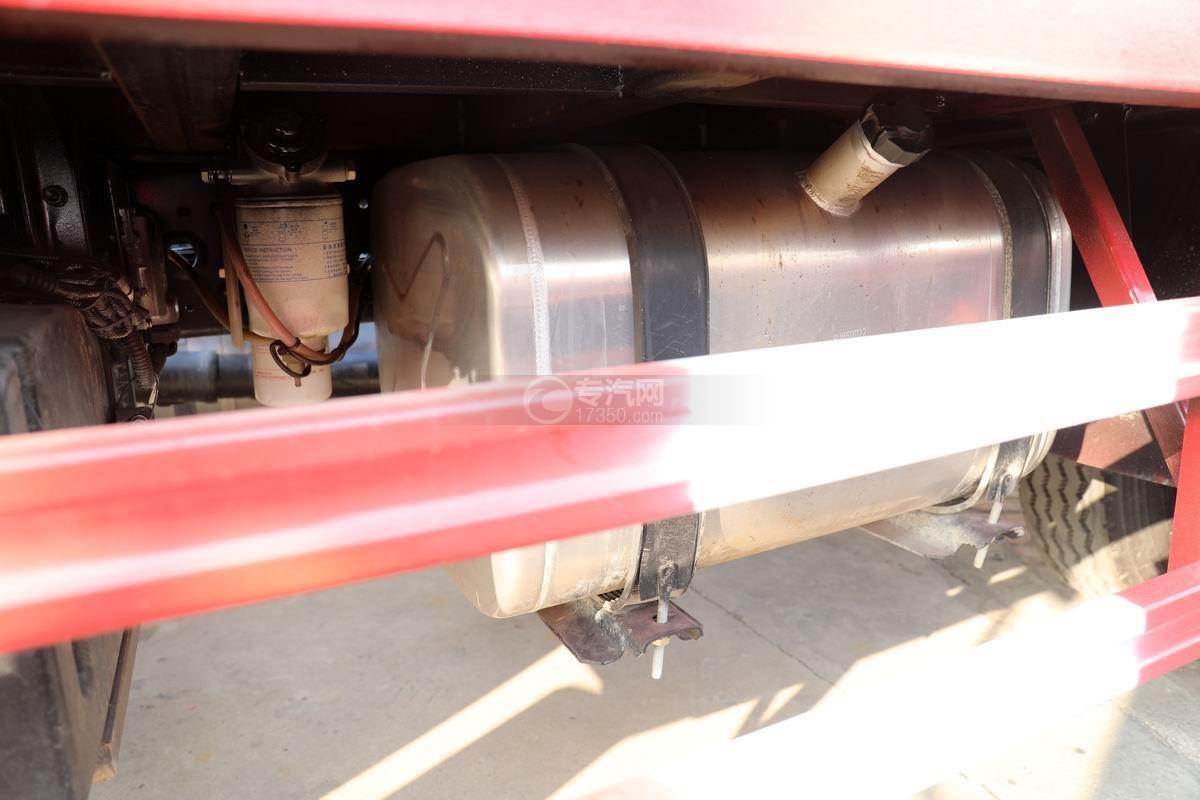 中國重汽藍牌清障平板車油箱