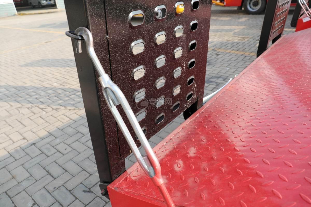 中國重汽藍牌清障平板車上裝細節