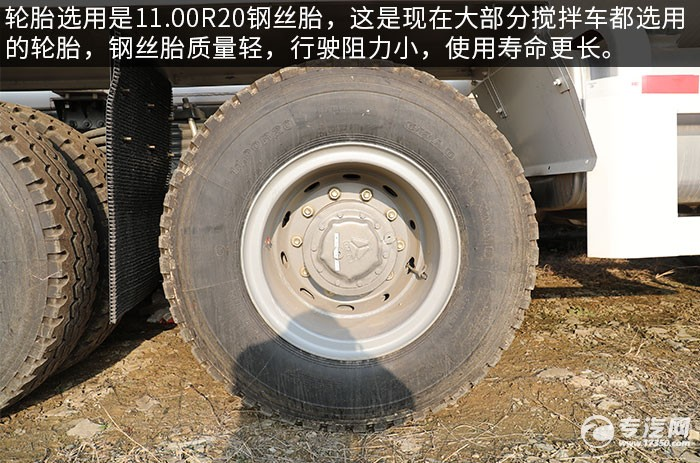 汕德卡C5H國六前四后八攪拌車評測輪胎