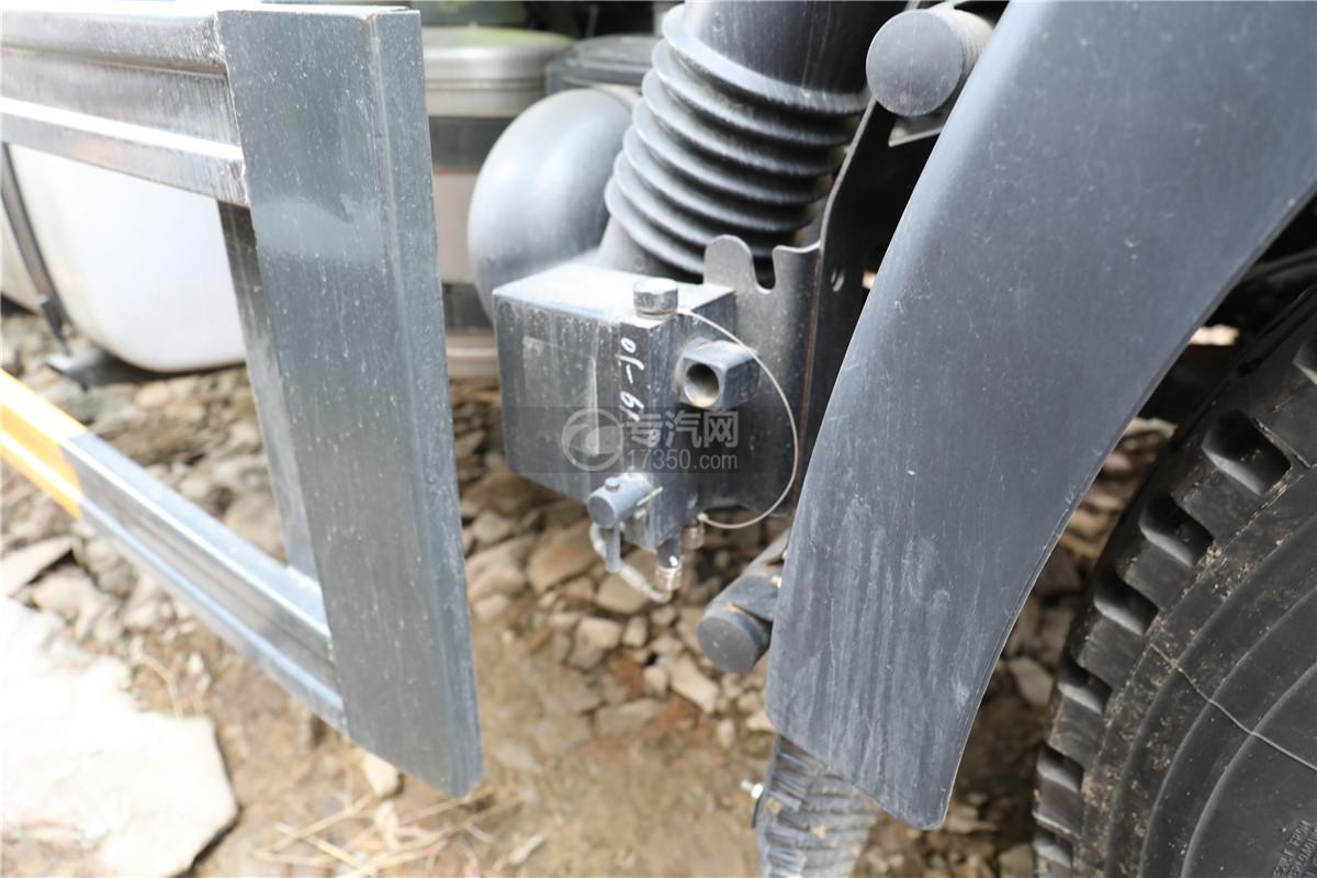 解放J6F国六11.8方洒水车驾驶室翻转锁