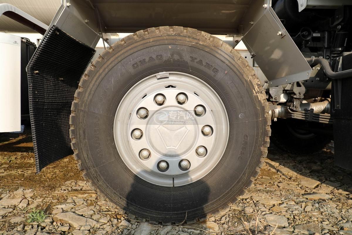 重汽汕德卡C5H國六前四后八攪拌車輪胎