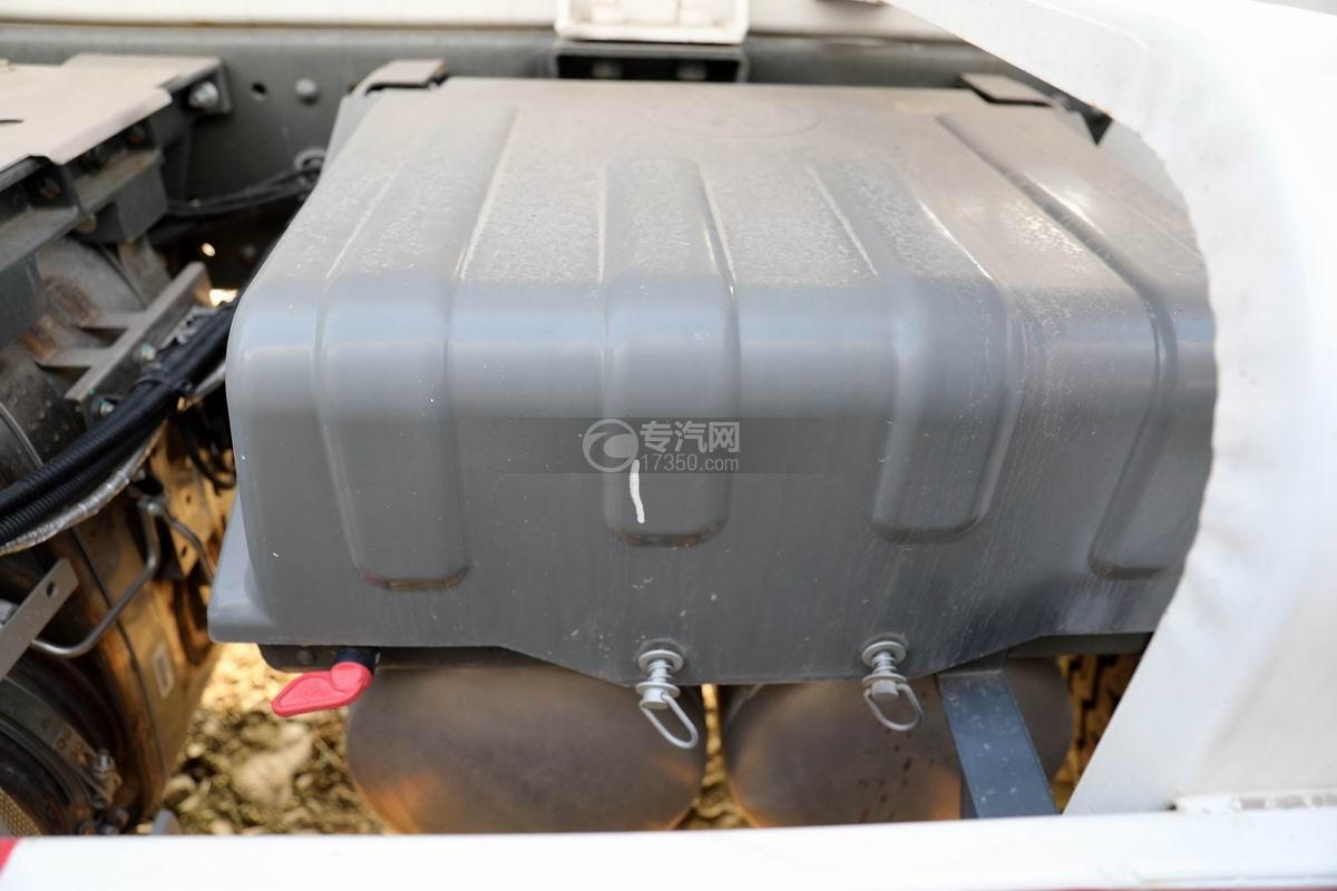 重汽汕德卡C5H國六前四后八攪拌車蓄電池