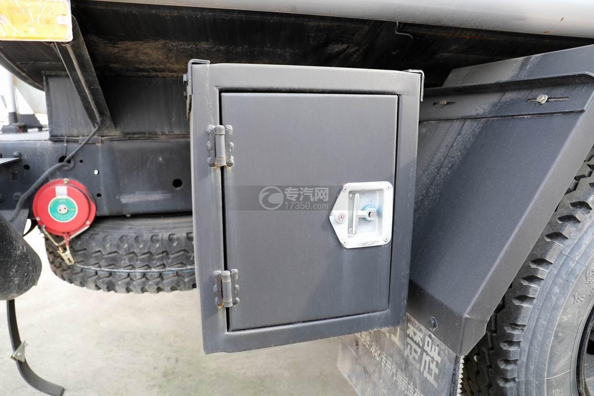 东风大多利卡7.6方加油车工具箱
