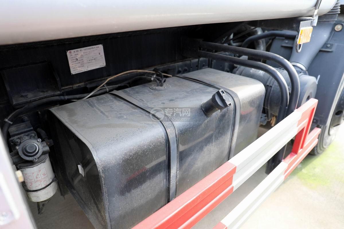 东风大多利卡7.6方加油车油箱
