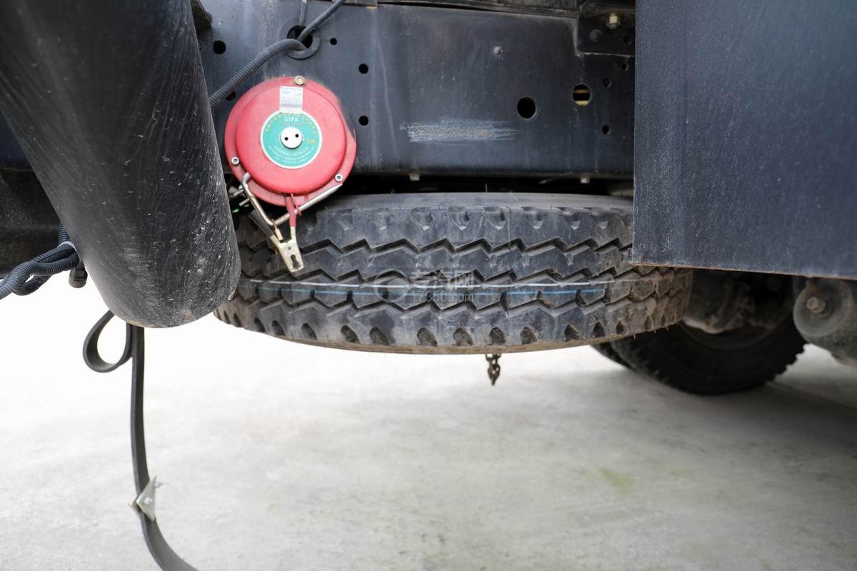 东风大多利卡7.6方加油车备胎
