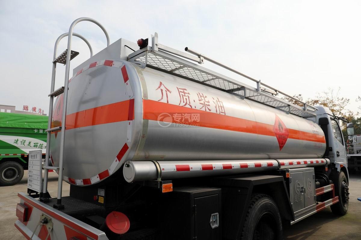 东风大多利卡7.6方加油车罐体细节