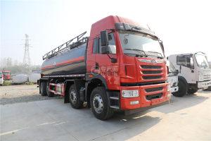 解放焊V前四后六国六18.1方腐蚀性物品罐式运输车(红色)