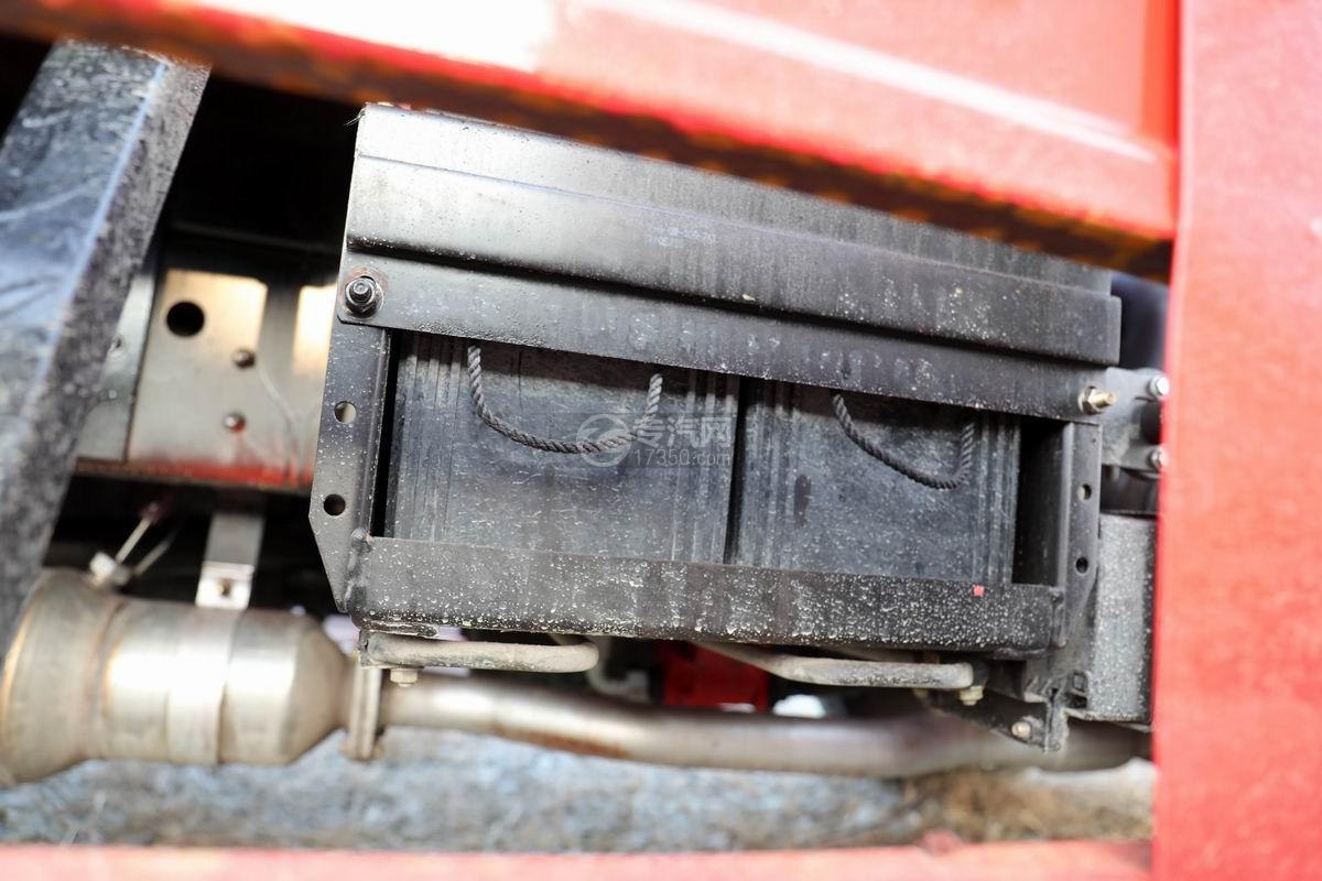 南骏瑞吉单桥5吨直臂随车吊蓄电池
