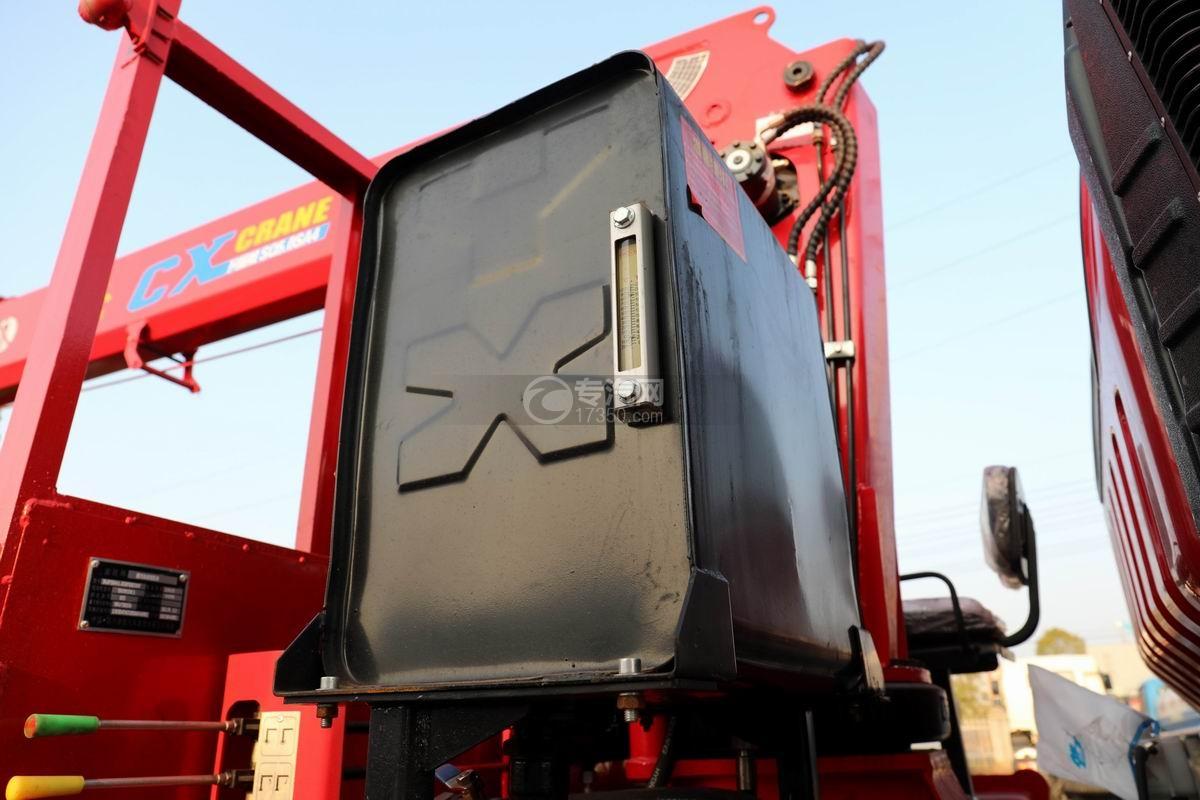 南骏瑞吉单桥5吨直臂随车吊液压油箱