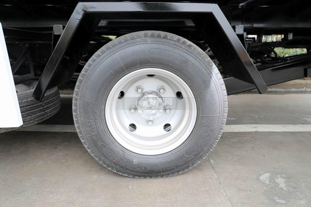 五十铃KV600一拖二清障车轮胎