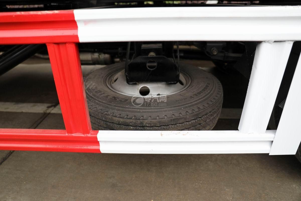 五十铃KV600一拖二清障车备胎