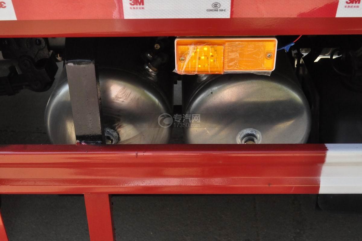 大运祥龙国六自卸式垃圾车储气罐