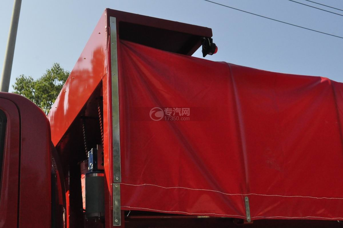 大运祥龙国六自卸式垃圾车细节