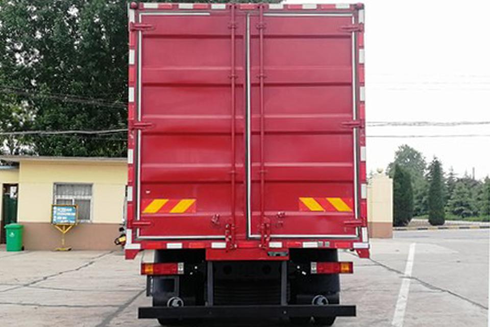 陕汽轩德X6单桥国六7.75米厢式货车正后图