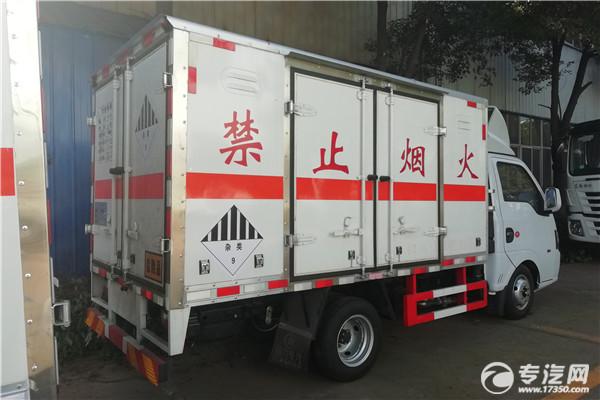 东风途逸T5G国六3米杂项危险物品厢式运输车右后图
