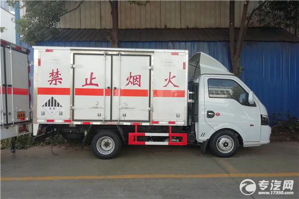 东风途逸T5G国六3米杂项危险物品厢式运输车右侧图