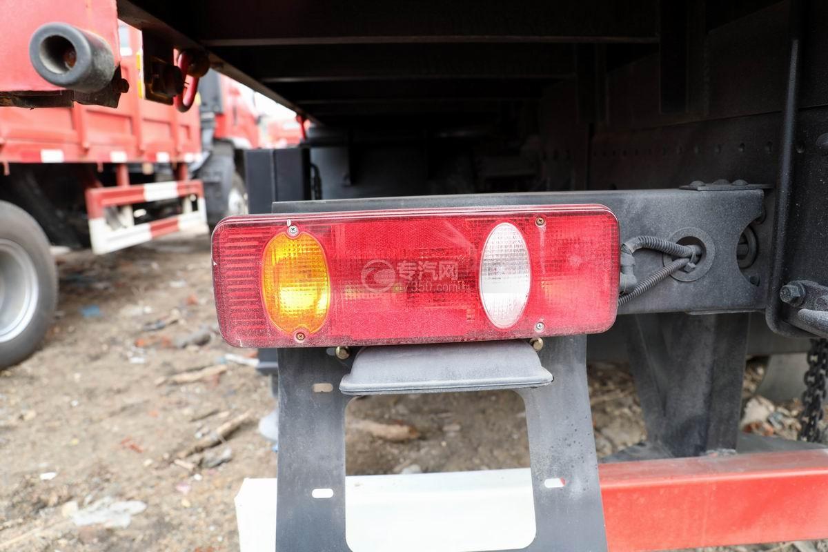 湖北大运运途单桥5吨直臂随车吊尾灯