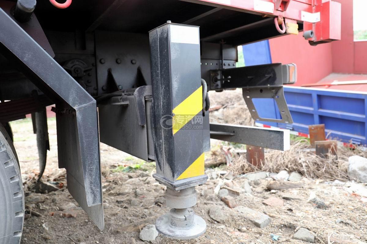 湖北大运运途单桥5吨直臂随车吊后支腿