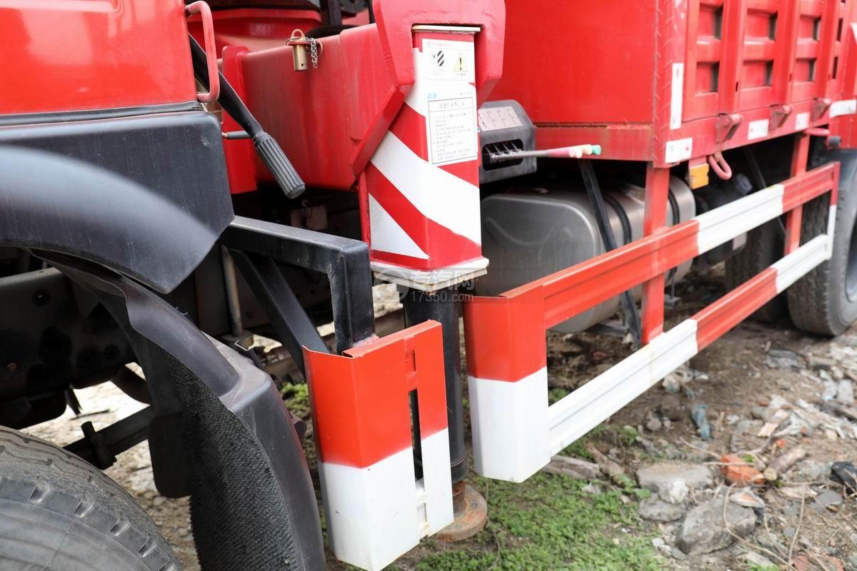 湖北大运运途单桥5吨直臂随车吊前支腿