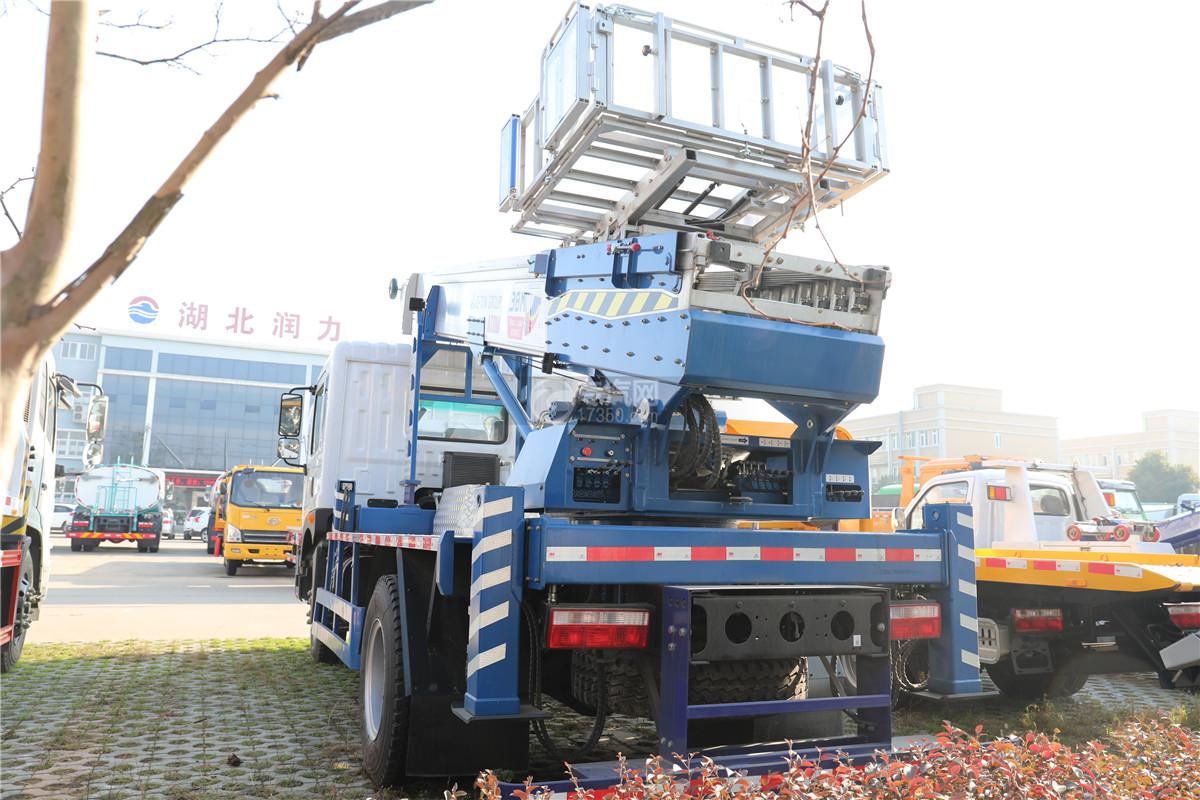 东风多利卡D9国五38米云梯搬家作业车左后图