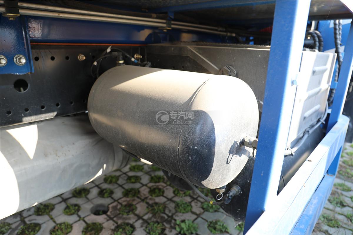 东风多利卡D9国五38米云梯搬家作业车储气罐