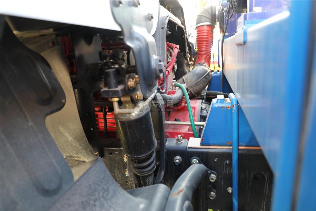 东风多利卡D9国五38米云梯搬家作业车发动机