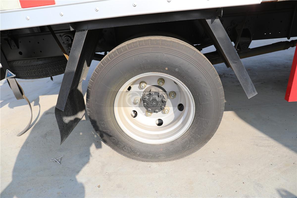 東風小多利卡D6國六雜項危險物品廂式運輸車輪胎