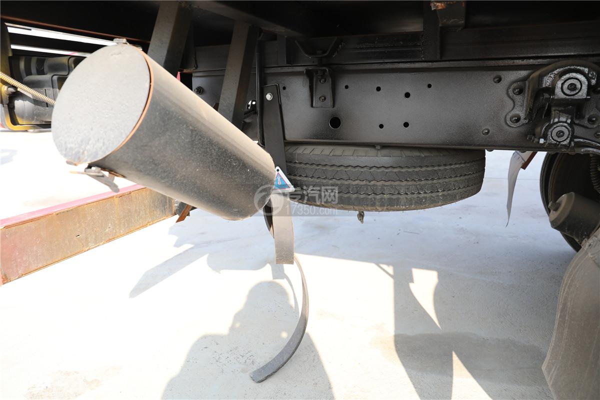 東風小多利卡D6國六雜項危險物品廂式運輸車備胎