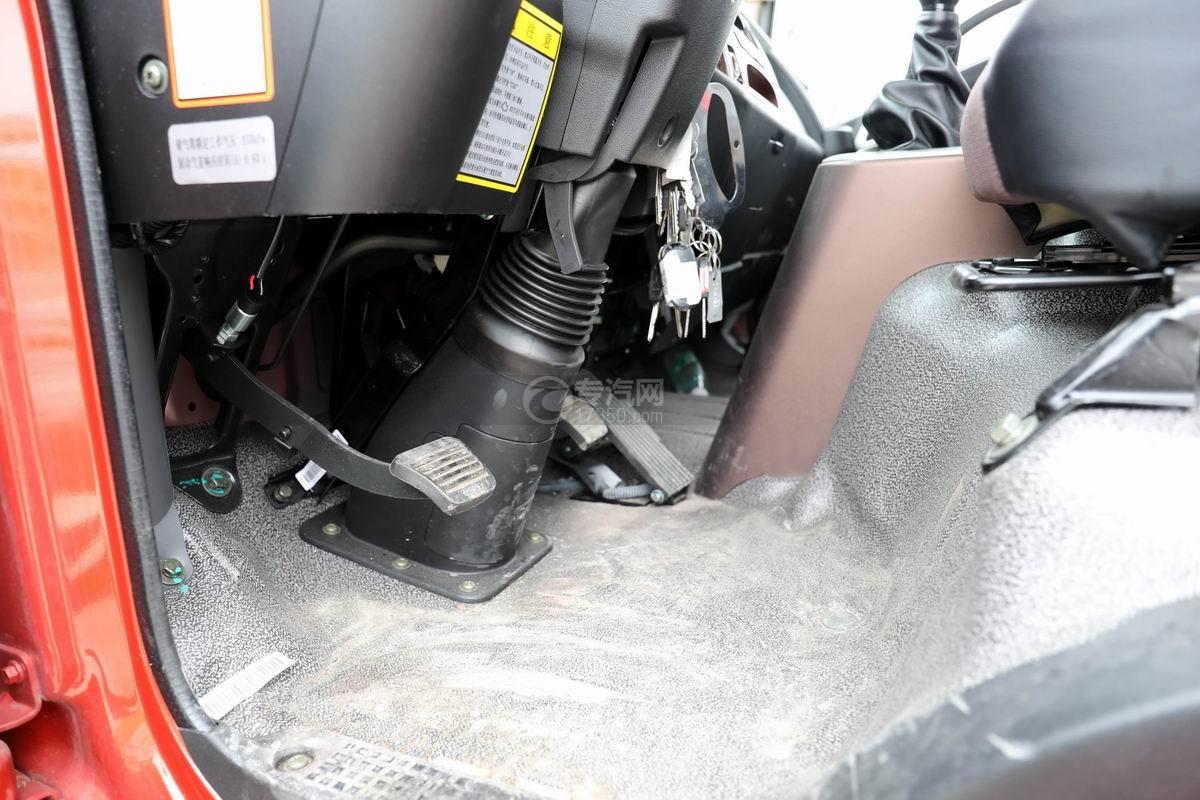 大運奧普力3.9米排半平板運輸車內部圖