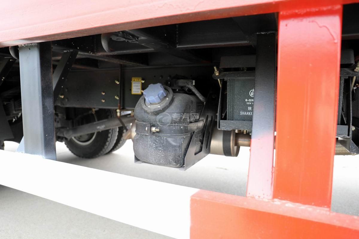 大運奧普力3.9米排半平板運輸車尿素罐