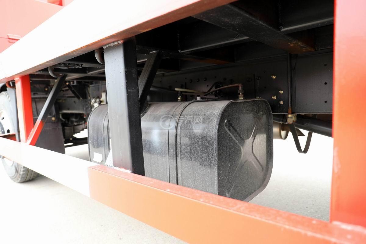 大運奧普力3.9米排半平板運輸車油箱