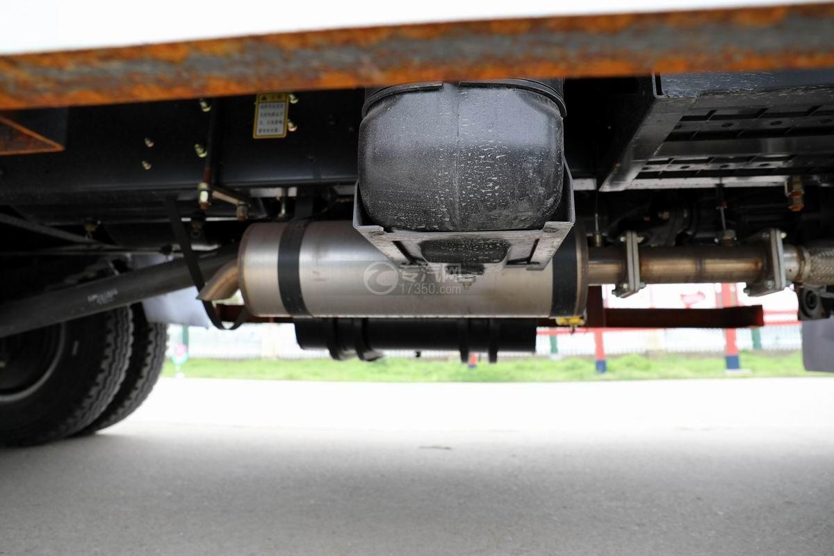 大運奧普力3.9米排半平板運輸車尾氣排放管
