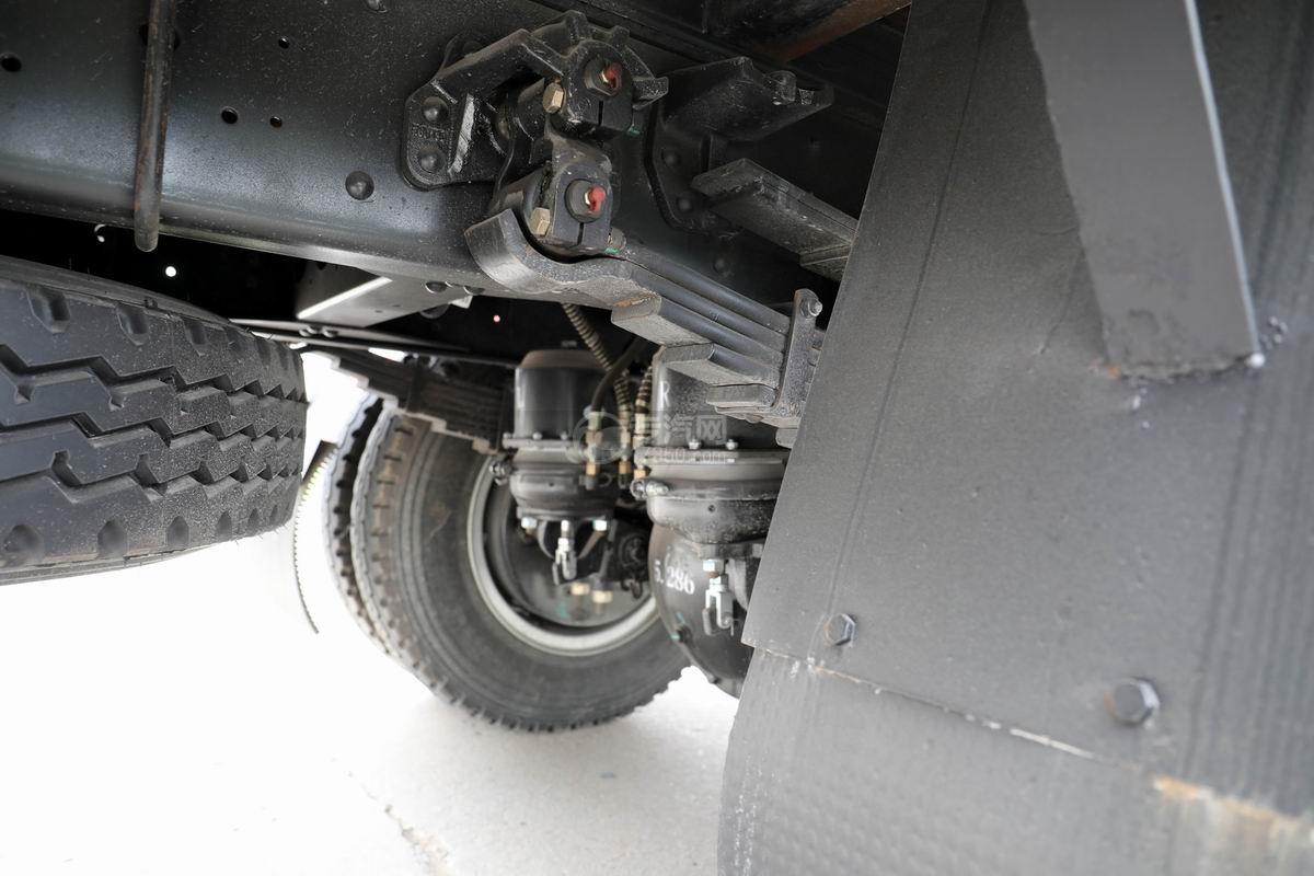 大運奧普力3.9米排半平板運輸車細節