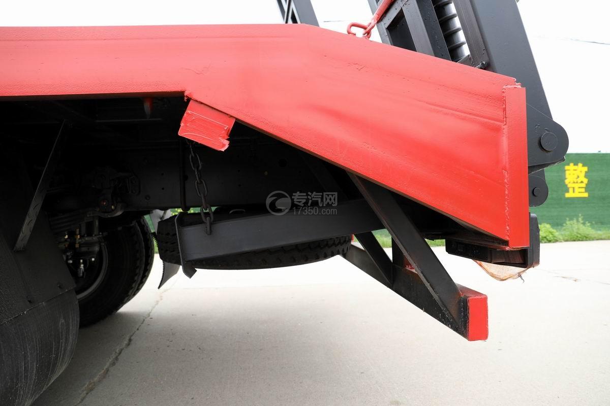 大運奧普力3.9米排半平板運輸車尾部細節