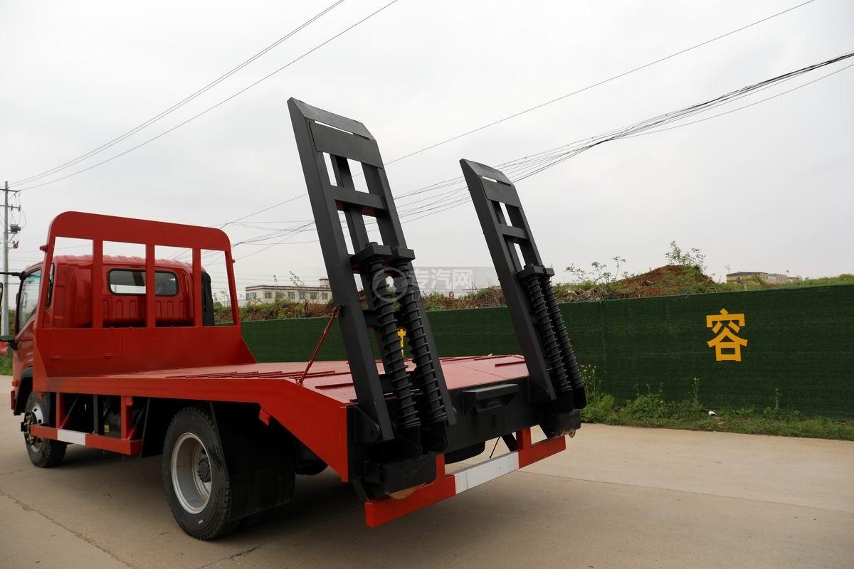 大運奧普力3.9米排半平板運輸車尾部爬梯