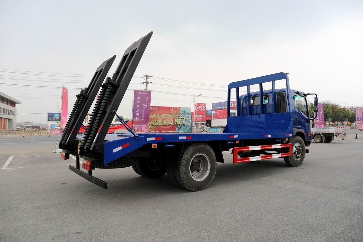 大運奧普力4.4米排半平板運輸車側后方圖