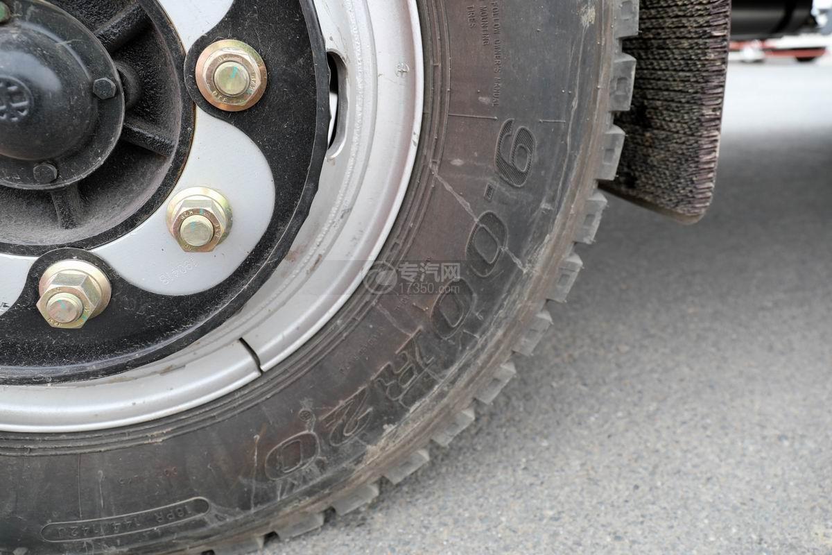 大運奧普力4.4米排半平板運輸車輪胎細節