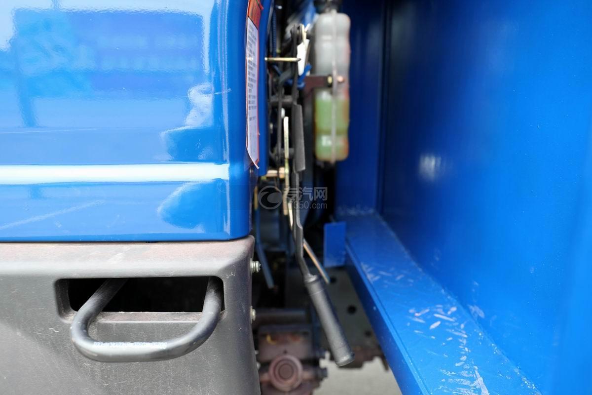 大運奧普力4.4米排半平板運輸車翻轉機構