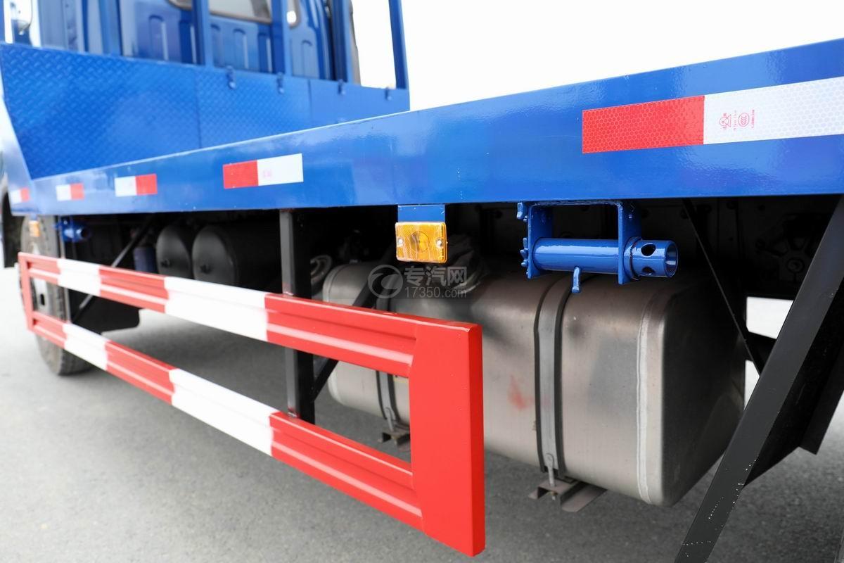 大運奧普力4.4米排半平板運輸車油箱