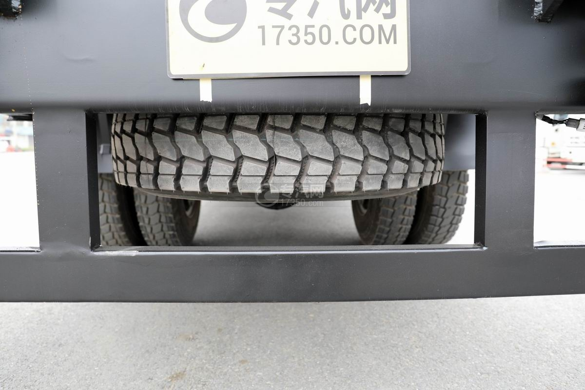 大運奧普力4.4米排半平板運輸車備胎