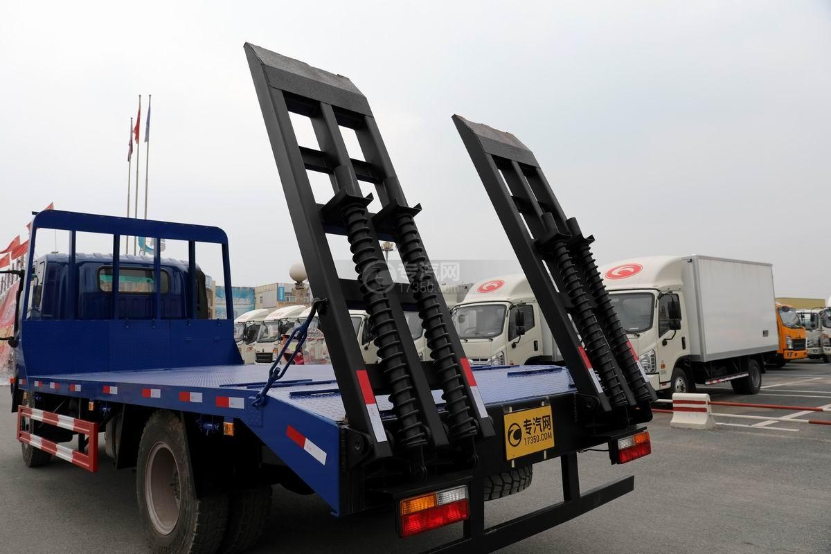 大運奧普力4.4米排半平板運輸車爬梯