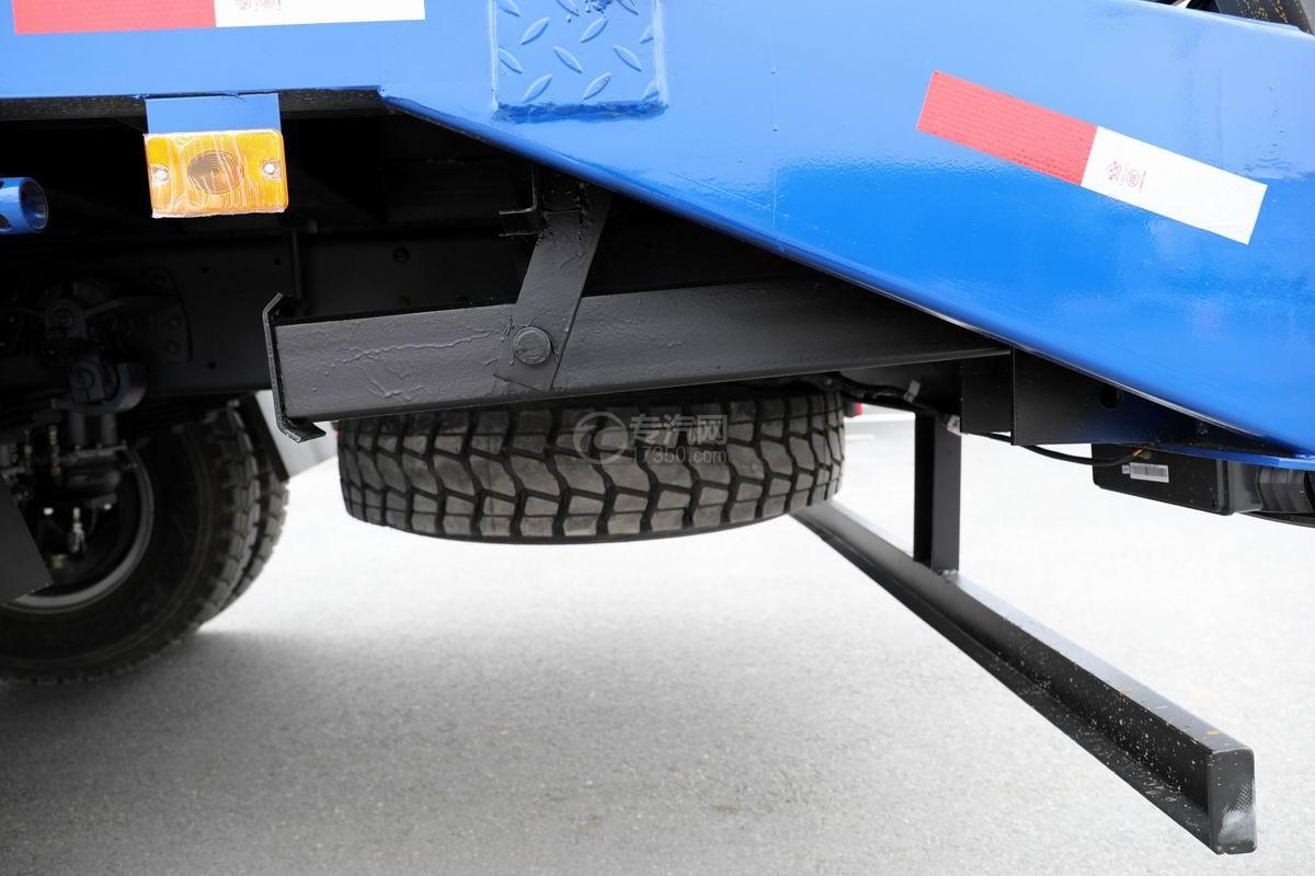 大運奧普力4.4米排半平板運輸車液壓支腿