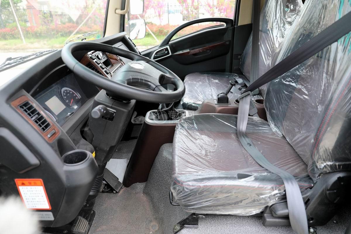 大運新奧普力國六自裝卸式垃圾車內部圖